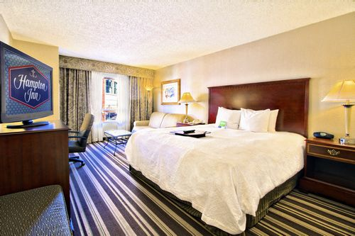 Hampton Inn & Suites - Beale Street