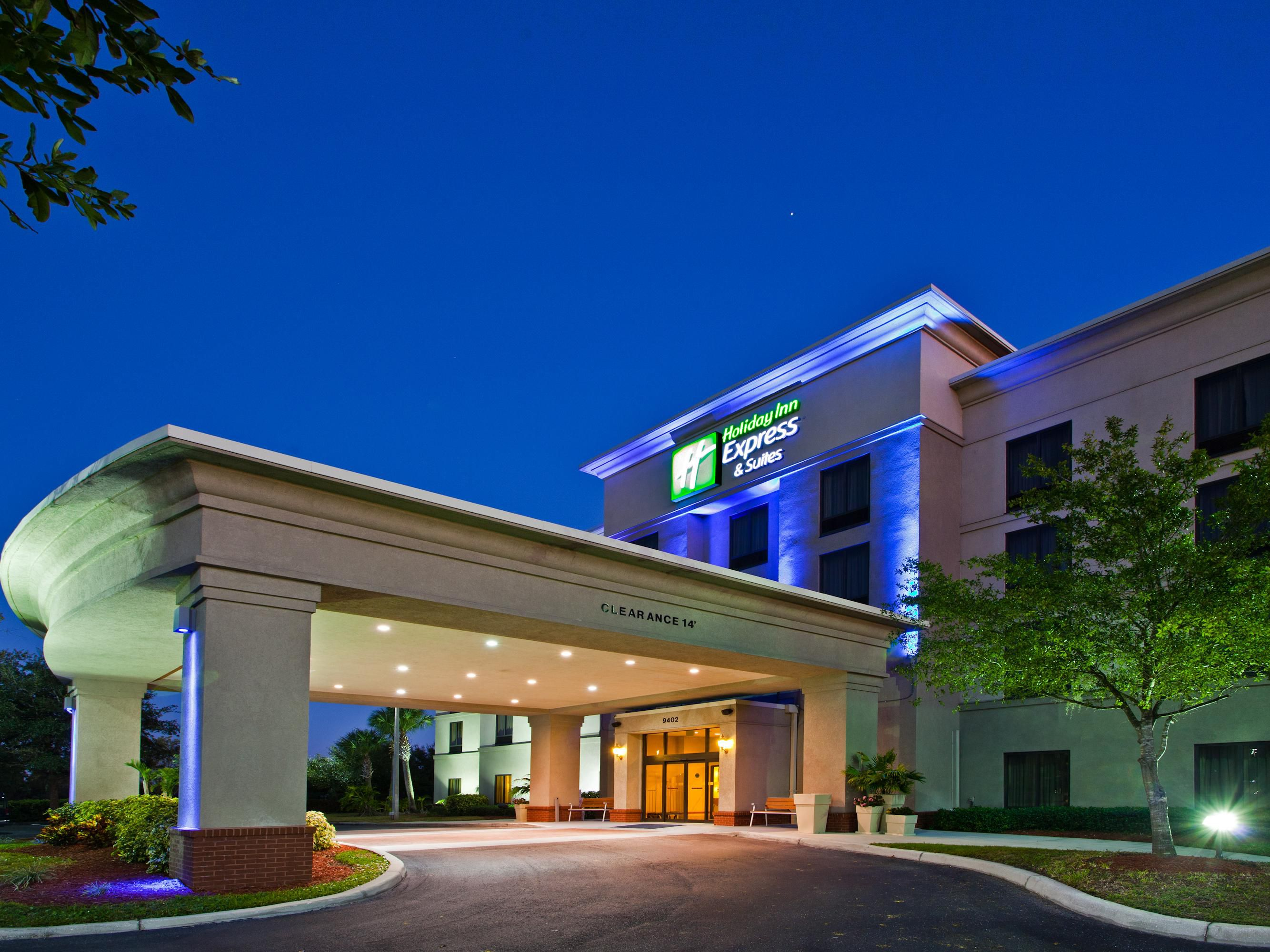 Holiday Inn Express and Suites Tampa Veterans Exp